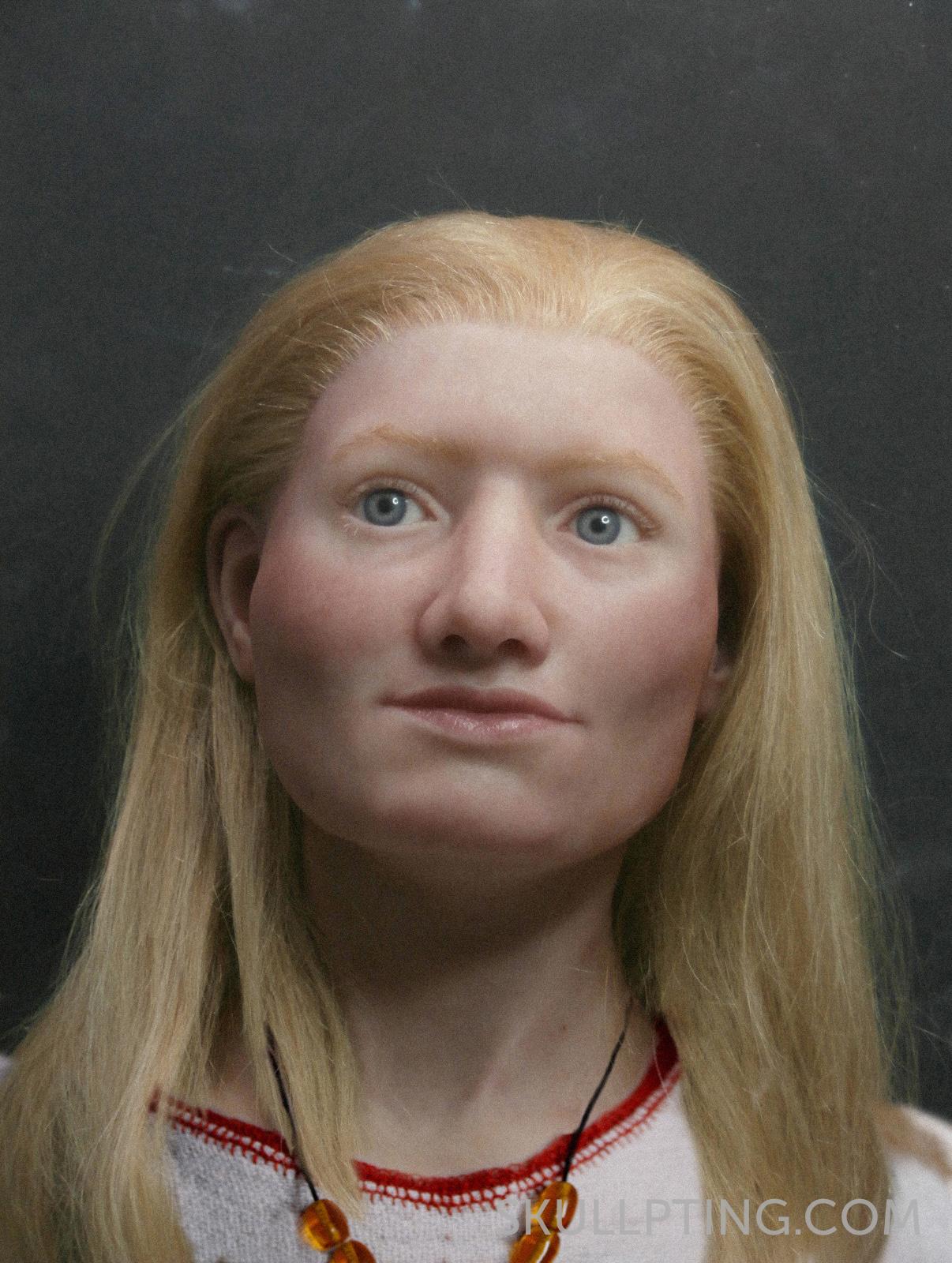 10-bronstijdmeisje (10) met kleren