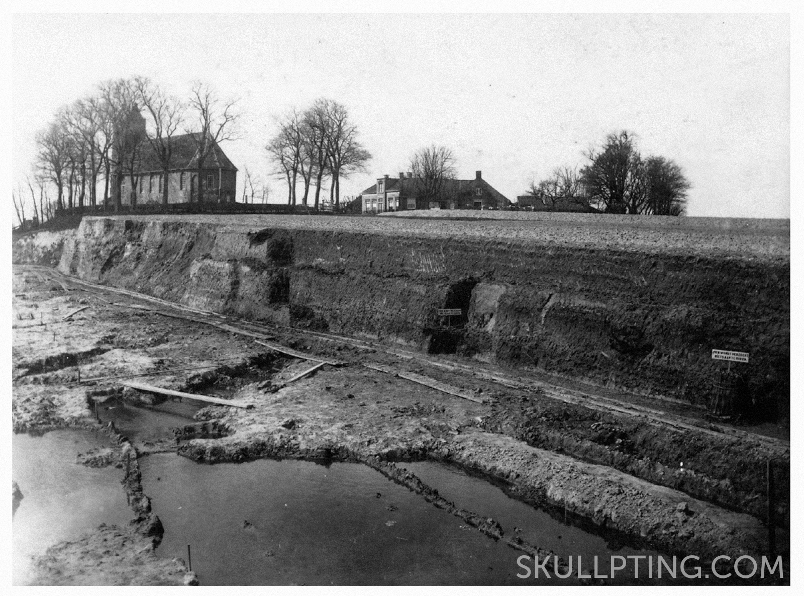 The excavation of the terp Hogebeintum in 1905, picture collection Fries Museum