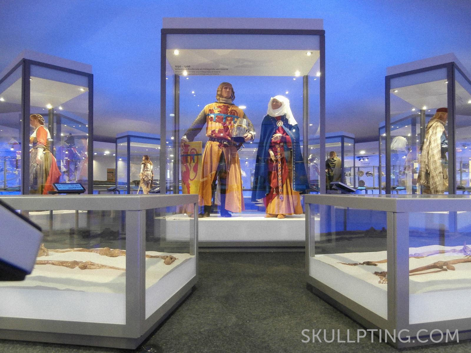 Willem in House of Hilde. Clothing: Het Atelier van Toen. Body: van Gogh Modelmaking.