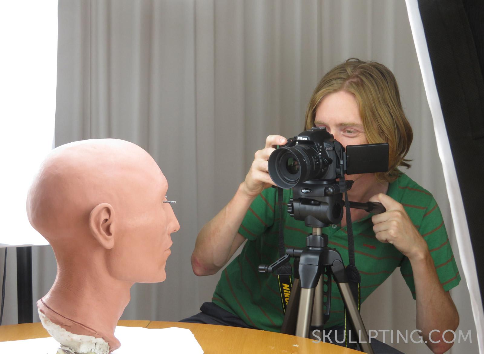 Het 4D research Lab volgt fotogrammetrisch het proces van schedel tot gezicht.