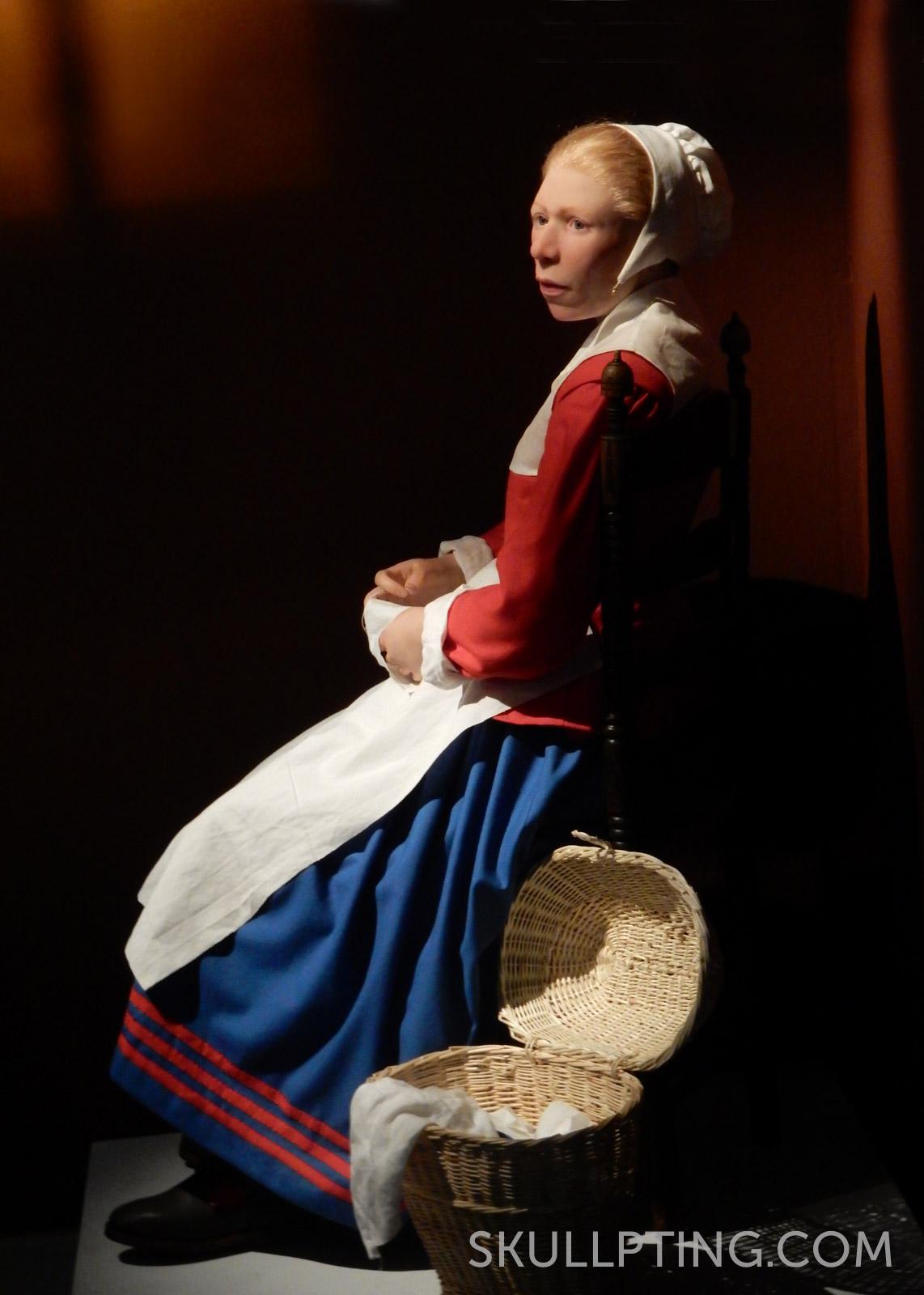 In museum Flehite, het oorijzer is in het kapje verwerkt.